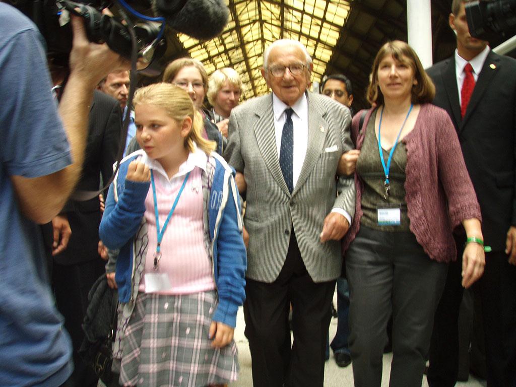 Sophie Grosz Dequenne 3G Sir Nicholas Winton and Barbara Winton-2009 Kindertransport Commemorative Journey